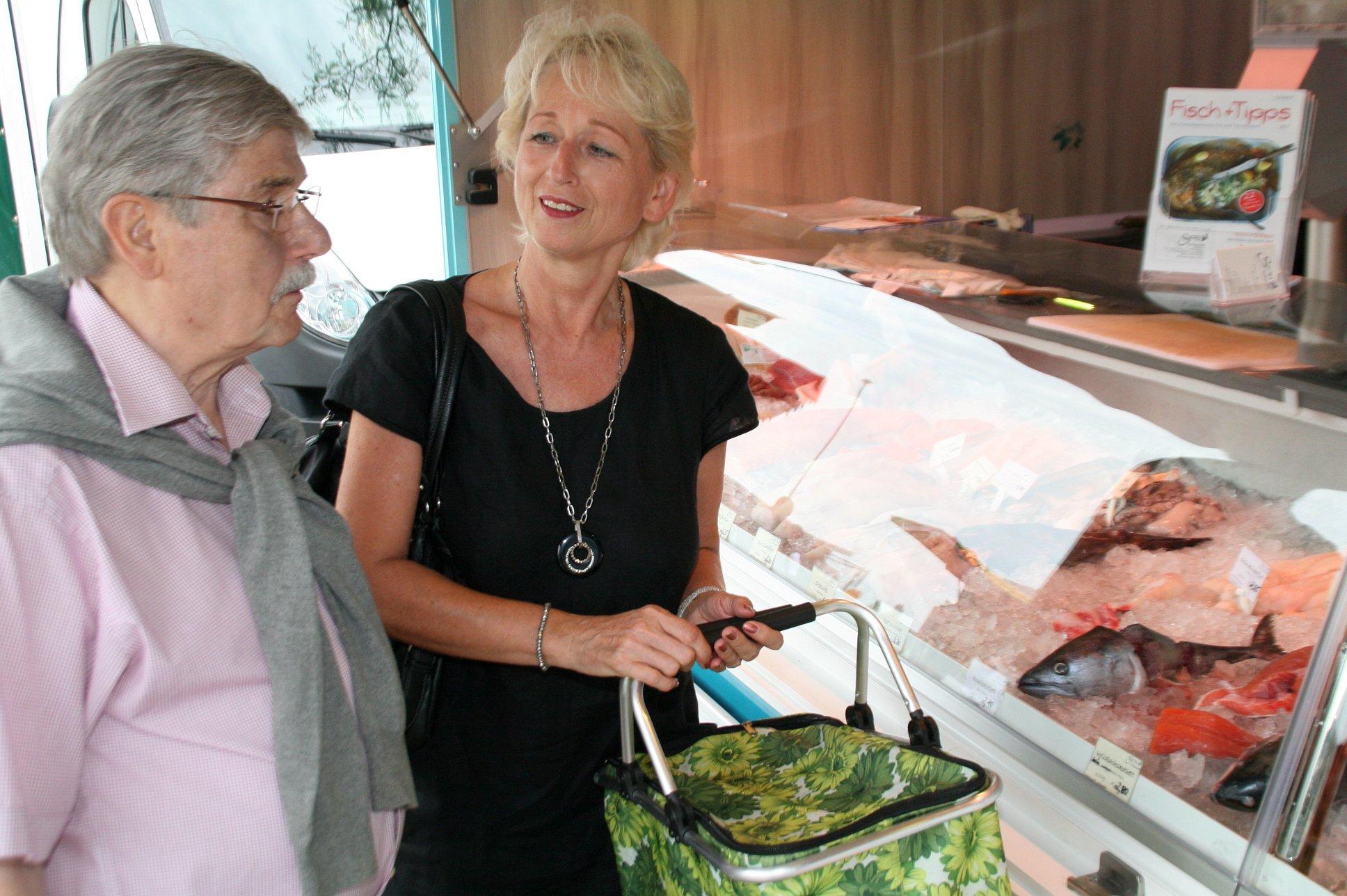 seniorenbetreuung-muenchen-lebensfreude-66-plus-fischeinkauf