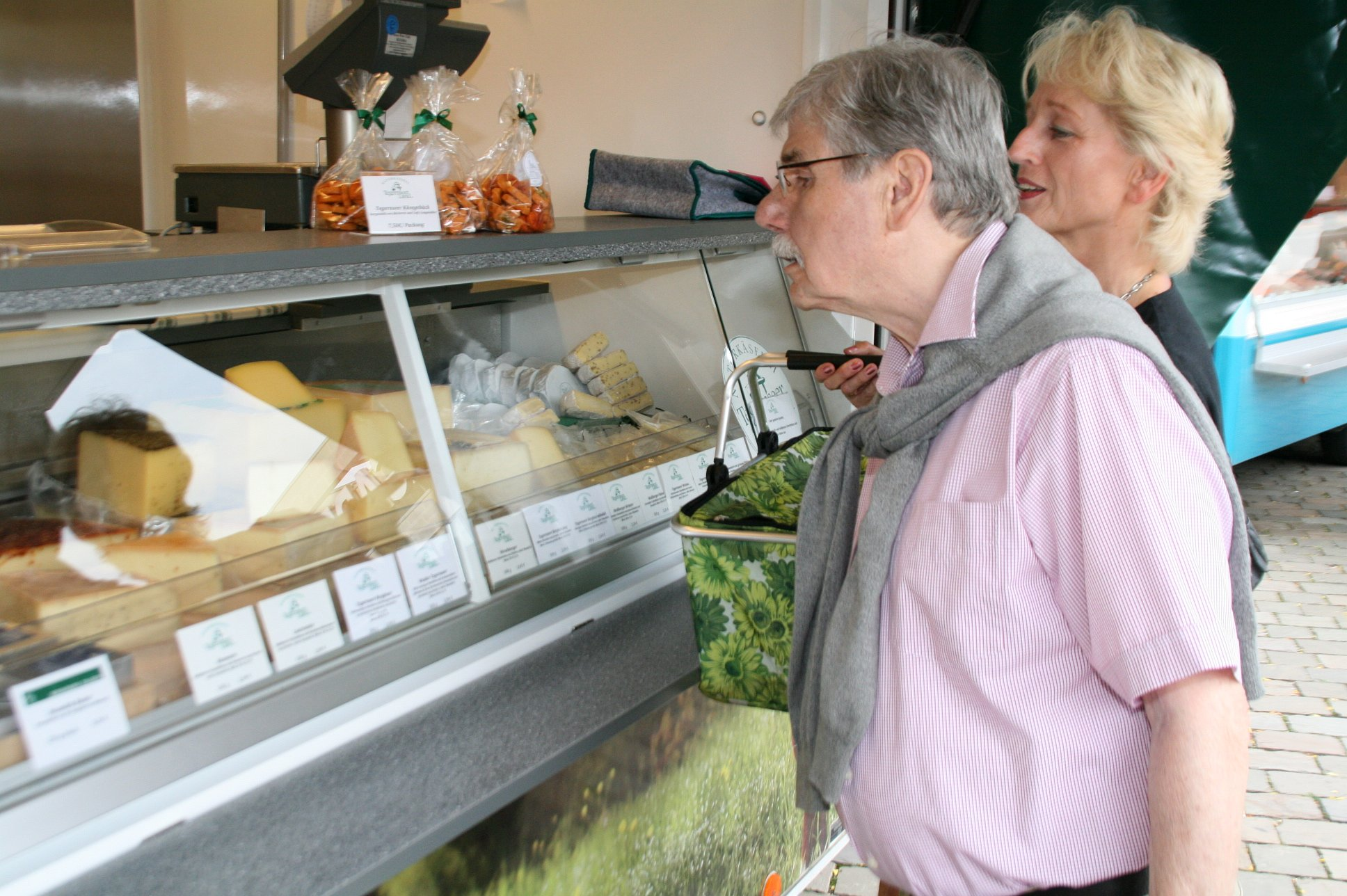 seniorenbetreuung-muenchen-lebensfreude-66-plus-kaesemarkt