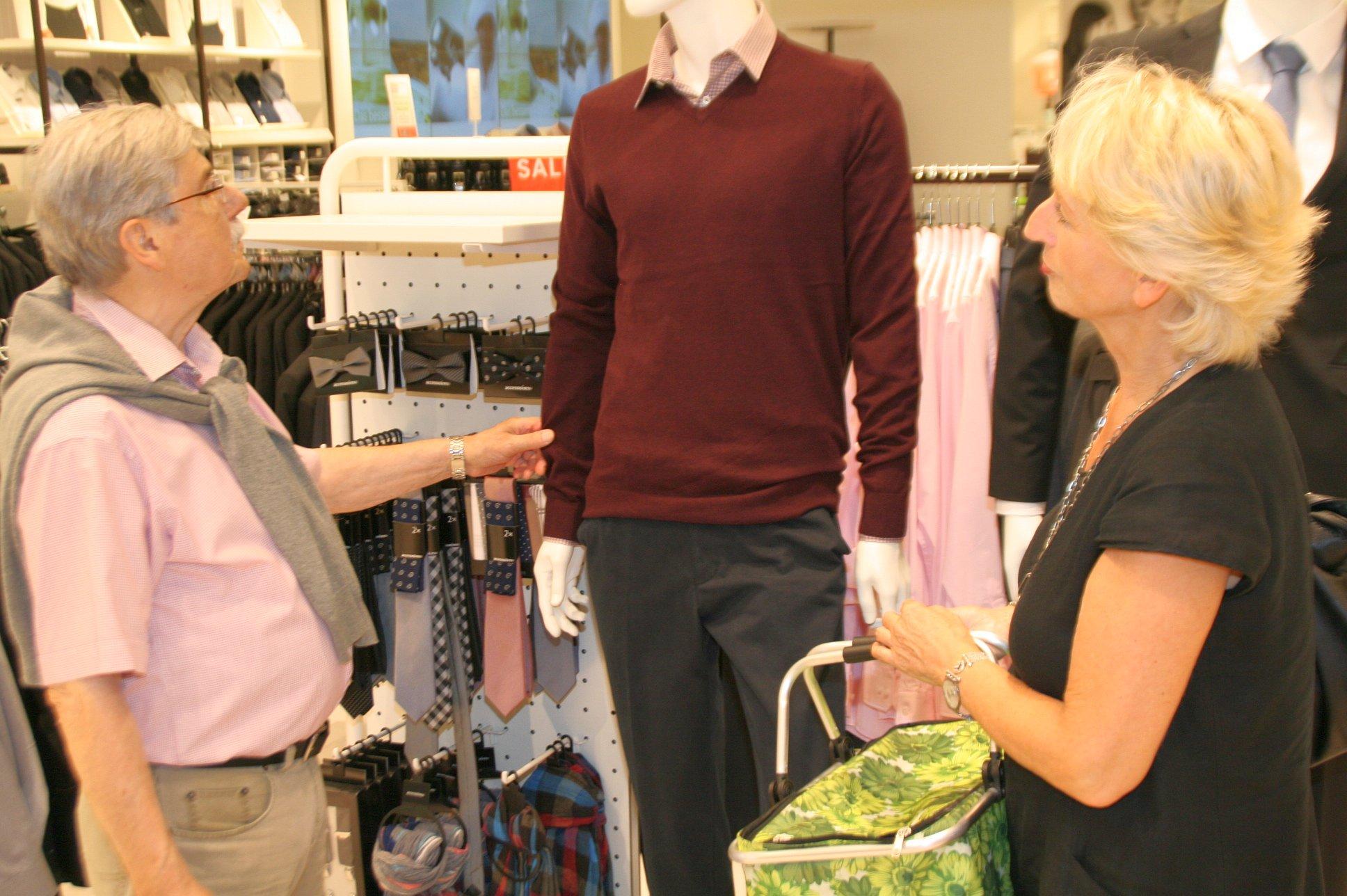 seniorenbetreuung-muenchen-lebensfreude-66-plus-kleiderkauf