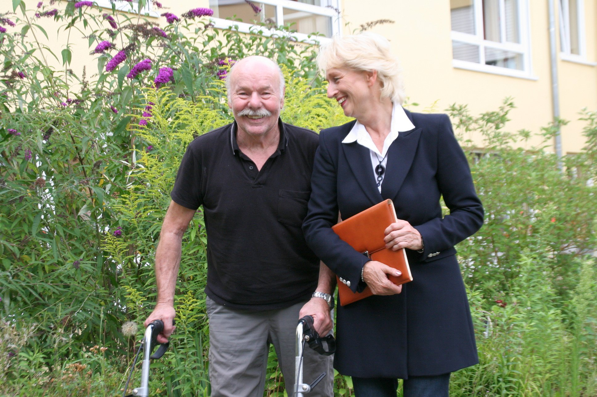 seniorenbetreuung-muenchen-lebensfreude-66-plus-scherzen
