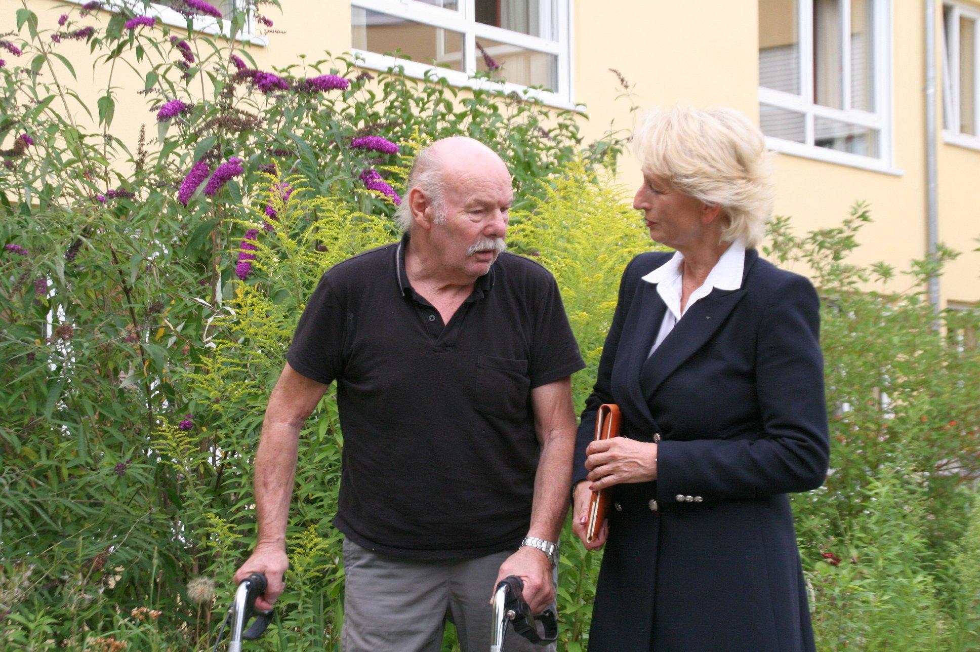 seniorenbetreuung-muenchen-lebensfreude-66-plus-zuhoeren